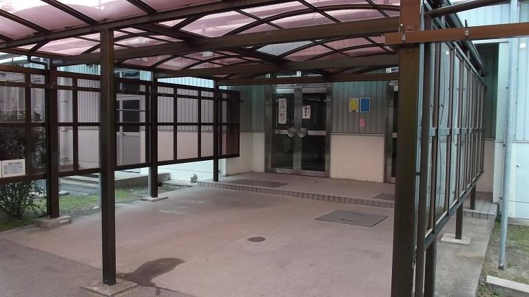 航空自衛隊の隊員食堂の入口(芦屋基地)
